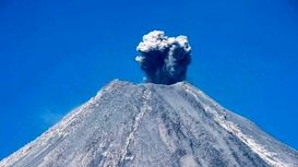 برخورد گدازههای آتشفشان به خبرنگاران بی بی سی +فیلم