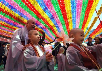 مراسم تراشیدن مویسر کودکان به مناسبت زادروز بودا در کرهجنوبی+عکس