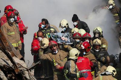 پیکر یکی دیگر از شهدای آتشنشان دقایقی پیش خارج شد