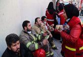 حاشیههای پلاسکو؛ تغذیه و استراحت آتشنشانان +تصاویر